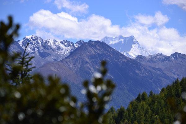 Im Yading-Naturreservat erhaschen wir einen Blick auf Gipfel von über 6000hm