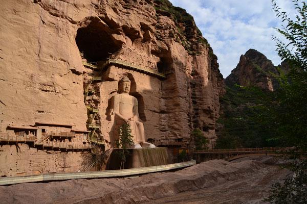 Die 27 Meter hohe Statue des Maitreya-Buddha beim Bingling-Tempel