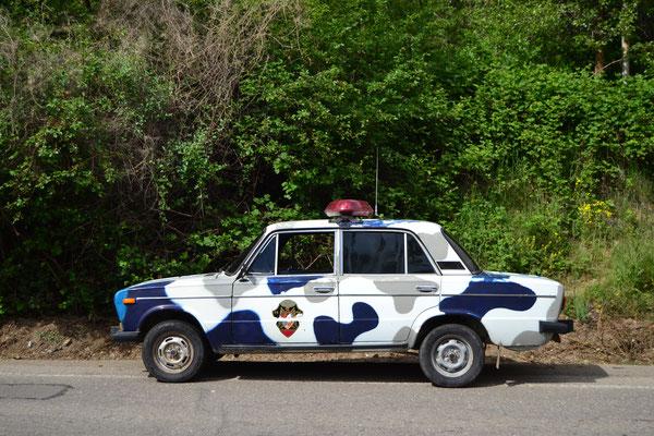 Der allgegenwärtige Lada, hier als Polizeiauto