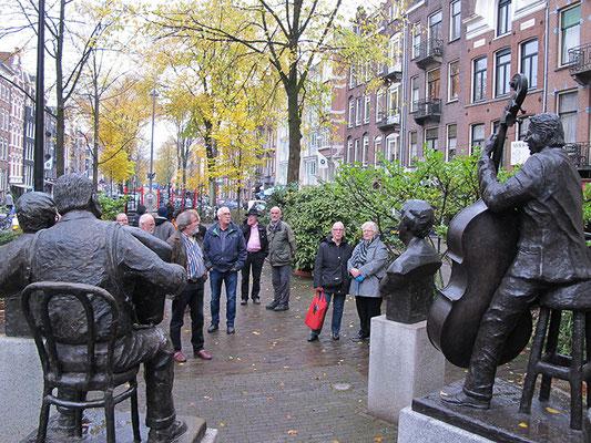 Bronzen standbeelden van Amsterdamse volkshelden
