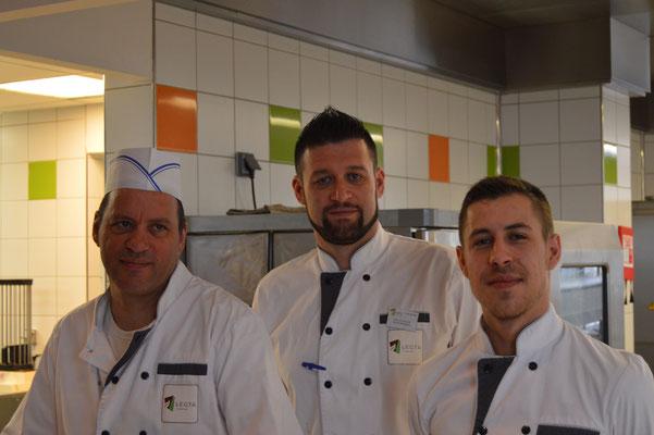 Une partie de l'équipe de cuisine, qui est d'une aide précieuse pour le succès de la JPO.