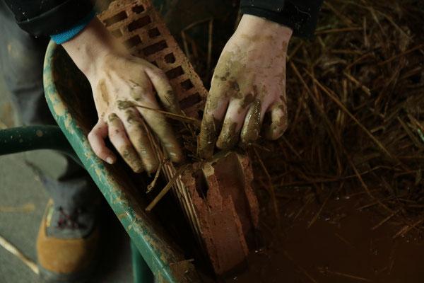 Hydratation des mains à la boue