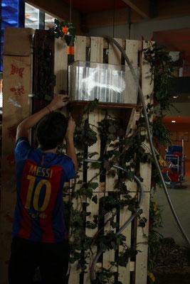 Lionel Messi faisant des retouches