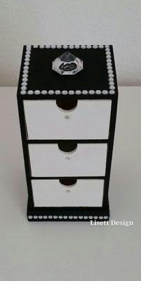 26. Schwarz-weiß Schrank aus Holz/ 7,90 €  (***)