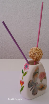 11. Kleine Vase 2,00 € (***)