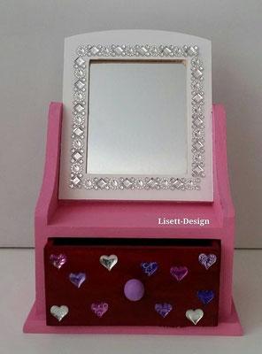 32. Klein Schrank mit Schubladen mit Spiegel/ Barbie