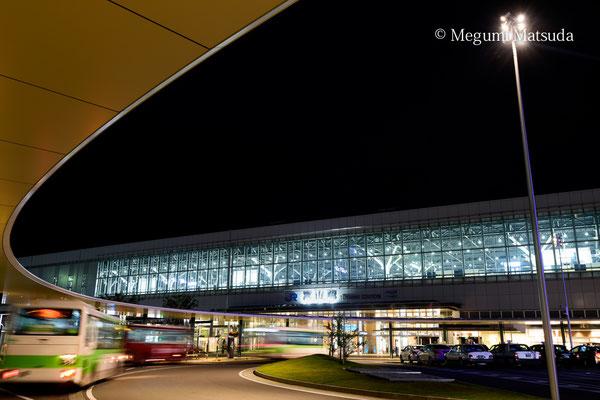 夜の富山駅(富山市)