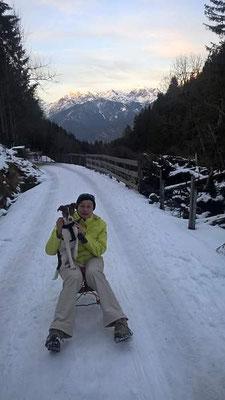 Feb./März 2016 - Pepe mit Frauchen im Schnee