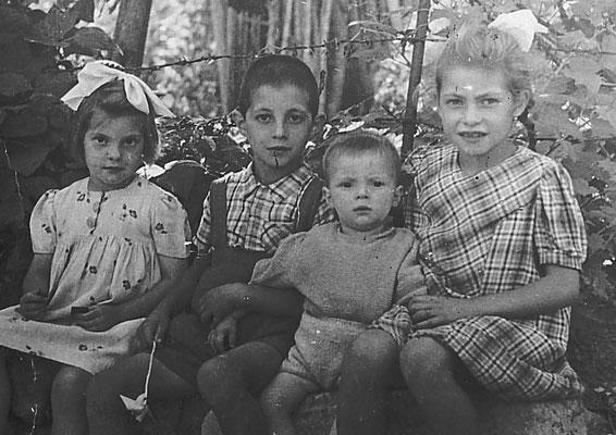 Da sinistra: Claudia Saltori, Roberto Saltori, Dirce Saltori, Aldo Saltori,anni '40. Da Mirko Saltori da Corinna Saltori.