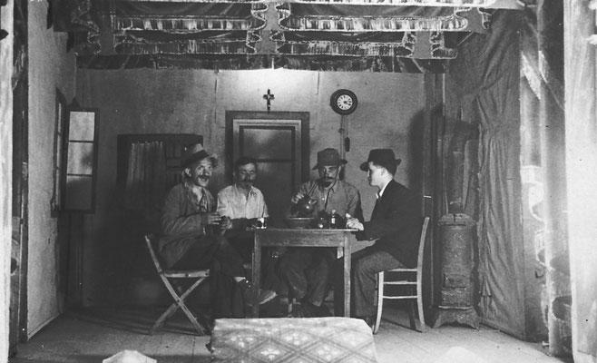 Anni '20-'30. Scena al teatro di Meano. Compagnia filodrammatica Juventus.