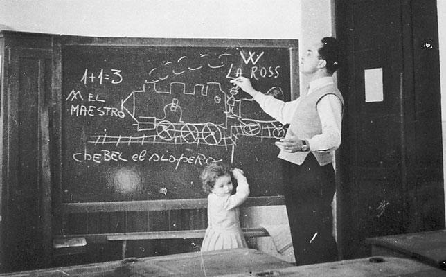 Il Maestro Adolfo Toller con la figlia.Il maestro Toller fu insegnante a Vigo Meano per molti anni. Il maestro soggiornava in paese con la propria figlia, nell'appartamento della scuola.