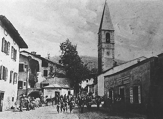 16. Piazza di Meano a fine '800, fotografia di Giovanni Battista Untervegner, timbro del 1907