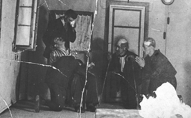 1926-1927. Scena di teatro, filodrammatica Juventus. A destra Germolo Bortolotti.