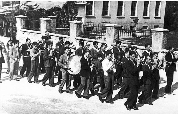 Anni '60. Processione dell'Assunta, banda musicale con Rodolfo Cristofoletti