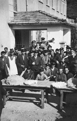 Corpo bandistico di Cortesano. Da sinistra: Ezio Patton, Mario Franceschini, Giuseppe Franceschini, Mansueto Pontalti, Tulio Vitti, Rodolfo, Beppino, Pio Bortolotti, 1950