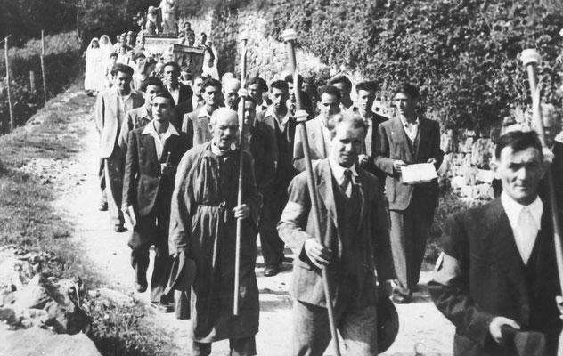 1950. Processione a Gazzadina. Si riconosce Susat (?)
