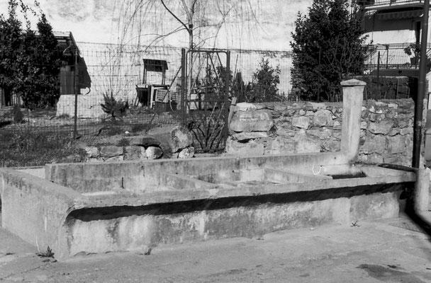 42. Vecchia fontana di Vigo Meano. Da Adriano  Bortolotti
