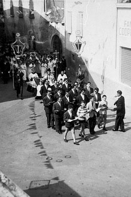 Processione a Meano. Si riconoscono Cornelio Betta, Gaetano Gottardi, Francesco Basetti, Evaristo Less