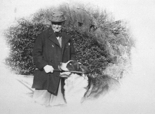 Cavaliere Camillo Oss Mazzurana con cane san bernardo Tom, 1935. Da Loredana Saltori da Camillo Stenico