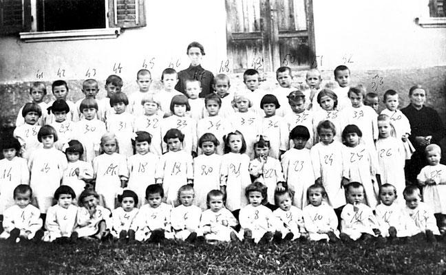 Scuola materna di Meano. Da Carlo Alberto Onorati, 1930.