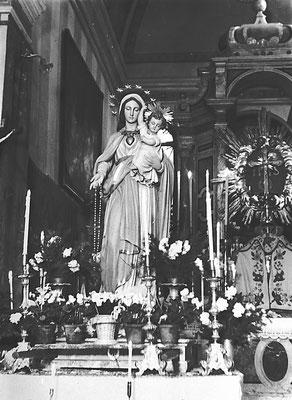 1949. La Madonna Pellegrina, portata da parrocchia in parrocchia. Anno mariano, viaggio iniziato a Fatima nel 1943. In Italia dal 1946, benedetta a Trento nel 1948