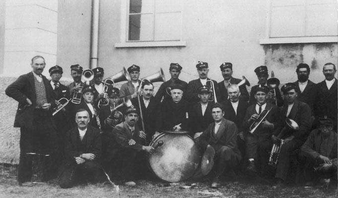 """Da sinistra in alto: Gino Susat, Alfonso Pisetta """"il baffo"""", Giacinto Vitti, Giacomo Pisetta, Faustino Bortolotti """"il filanda"""", Da Bortolotti Adriano."""