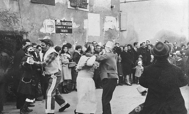 Anni '60. Carnevale, con Gaetano Saltori ed Ezio Micheli