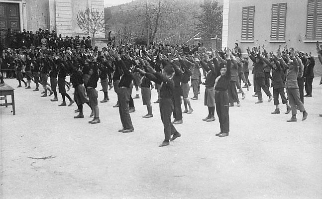 Vigo Meano anni'30. Saggio ginnico fascista. Da Renato Saltori