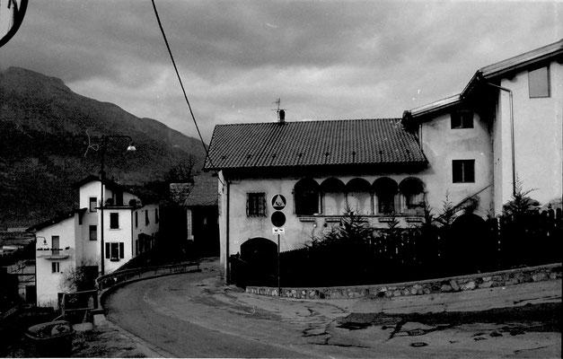Gardolo di Mezzo. Via di Castel di Gardolo di Mezzo, anni '80. Da Silvano Pedrolli.