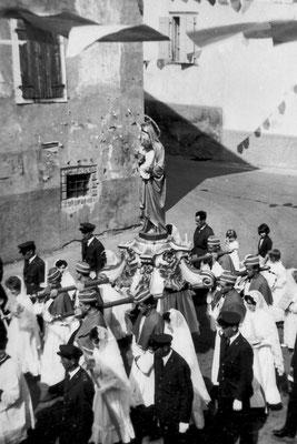 Processione del Carmine e del Rosario. Coscritti del 1942, portavano la statua.