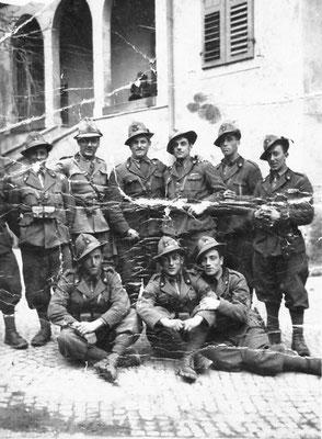 """Militari di Meano a Laives """"Al baldo Saltori Adriano con affetto s.Ten Ali Salvatore, 12/03/1940. Da Mirko Saltori da Corinna Saltori."""