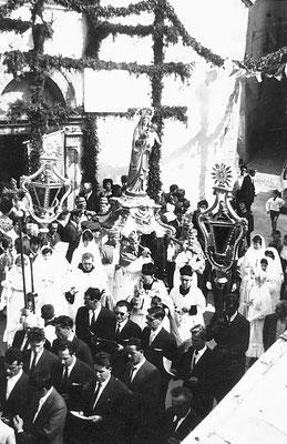 1963. Meano, processione del Carmine e del Rosario. Si riconoscono Aldo Girari, Cornelio Betta, Gaetano Stenico, Ezio Clementi