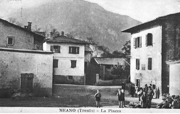 3. Piazza dell'Assunta di Meano. Persone: Feruccio Tomasi, Umberto Magotti, Ottavio Bortolotti, 1954. Da Giuseppina Magotti.