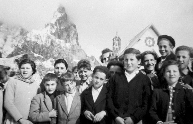 Gita scolastica al Passo Rolle.Da sinistra in alto: Rosanna Patton, Silvana Oliver, Giovanni Villotti, Vitti Silvana, Giovanni Susat, Rosetta Vitti, Bortolotti Giovanni, anni '50