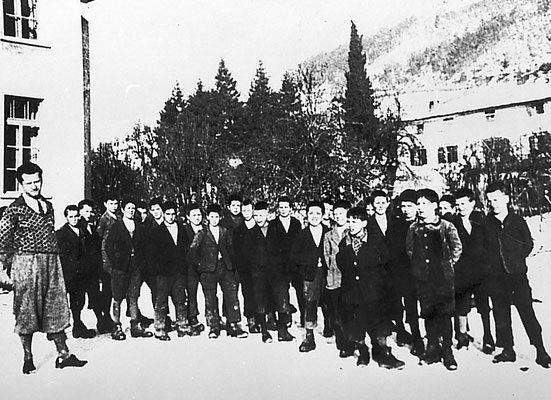 Scolaresca a Vigo Meano, anni '30.