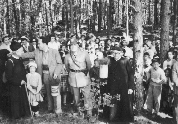 1950. Festa degli alberi con don Giovanni e maestro Adolfo Toller