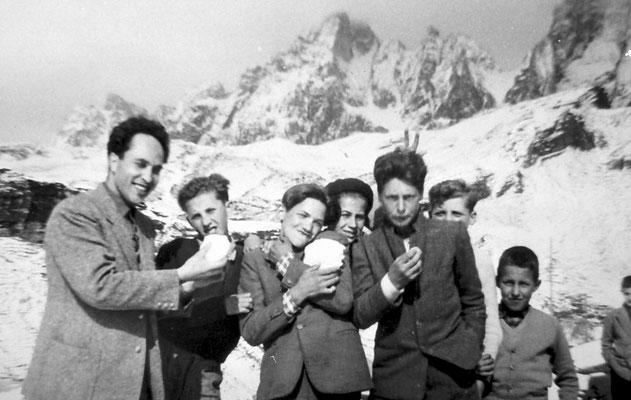 Gita scolastica al Passo Rolle, anni '50.