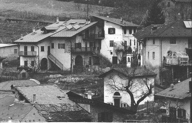 Cortesano: particolare da est con casa Vitti e casa Negri, anni 2000