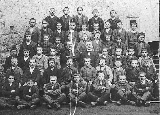 Alunni della Scuola Elementare maschile di Meano, anno 1914/15. Da Fr. Mi. da Ezio Clementi