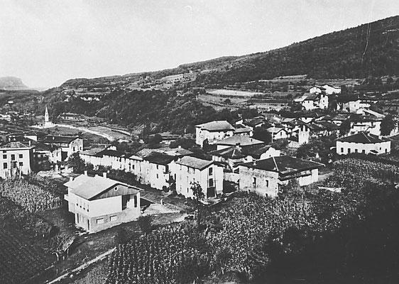 Veduta di Cortesano dalla strada che porta a Montevaccino, anni '60. Da Gruppo fotoamatori di Meano