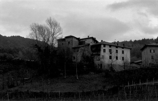 Veduta del castello di Cortesano da nord-ovest, post anni 1992.