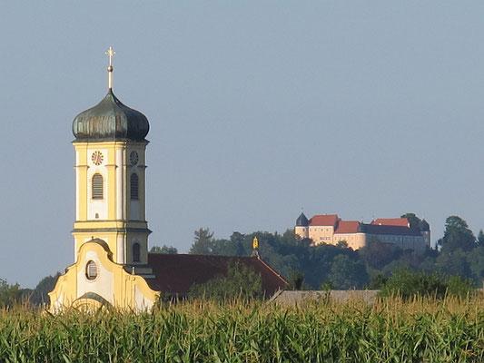 Maria Steinbach (Wallfahrtskirche) mit Kronburg (Schloss)