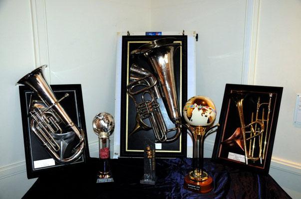 Die Pokale stehen bereit