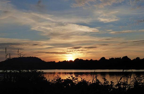 Idyllisch-malerischer Sonnenuntergang.