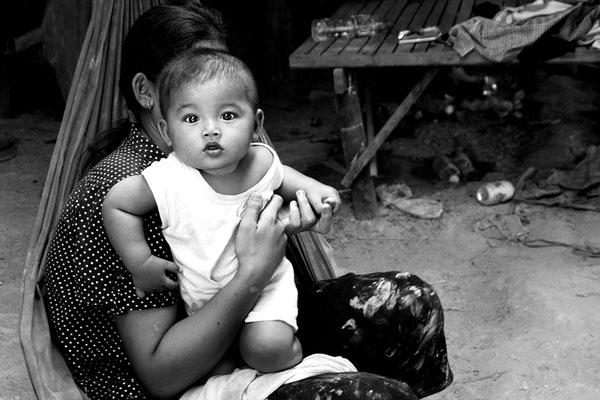 Bambino in un villaggio_Cambogia 2015