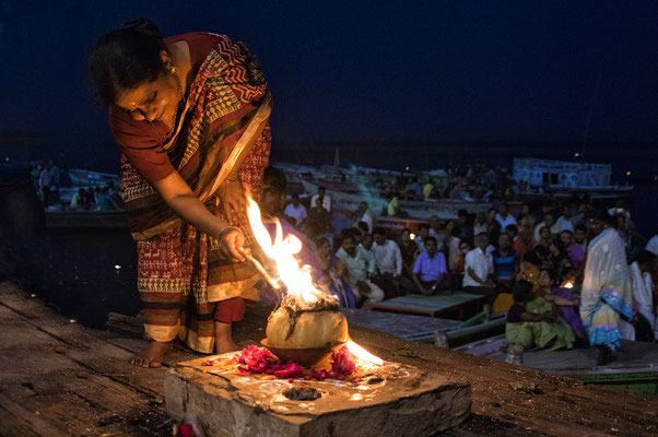 Preghiere a Varanasi _ India 2016