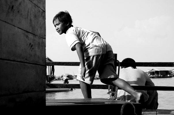 Bambino in barca_Cambogia 2015
