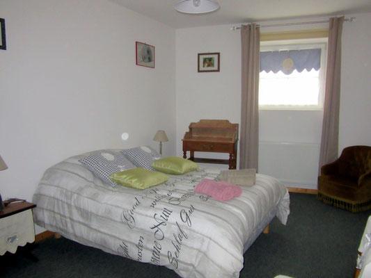 Chambre avec lit double - Gîte pour 4 personnes - Meuse