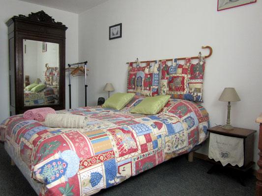 Chambre lit double - La grange à foin - Gîte en Meuse