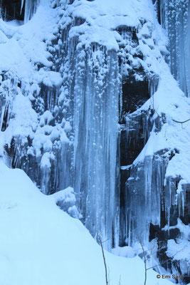 奥入瀬近くの凍った滝